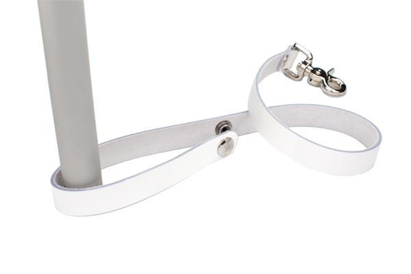 white leash1